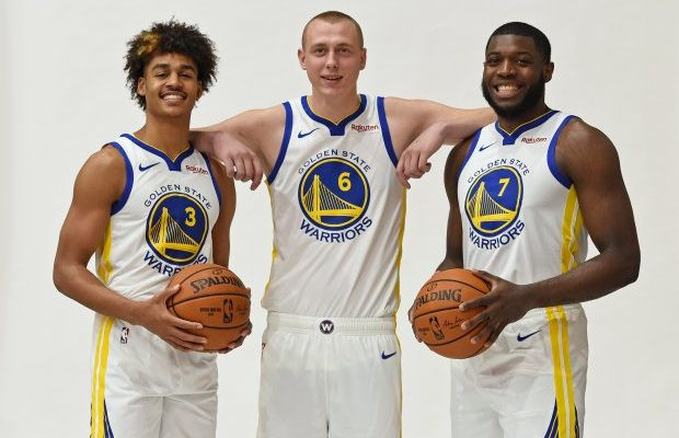 Warriors sibak na para sa playoffs